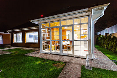 difference between loggia and veranda